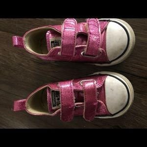 Converse toddler girl size 7, pink sparkle
